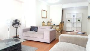 A seating area at FURNISHED 2BR by HARBOURSIDE