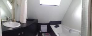 Salle de bains dans l'établissement Toi Toit, Mon Toit