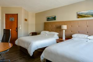 A bed or beds in a room at Protea Hotel by Marriott Cape Town Tyger Valley