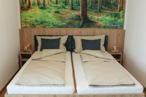 A bed or beds in a room at Heilotel