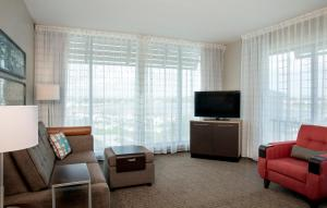 A seating area at TownePlace Suites by Marriott Orlando Theme Parks/Lake Buena Vista