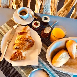 Breakfast options available to guests at Hotel Palm Garavan