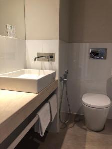 A bathroom at Hotel Palm Garavan