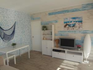 Una televisión o centro de entretenimiento en Apartamento en Salou-Vistas al Mar
