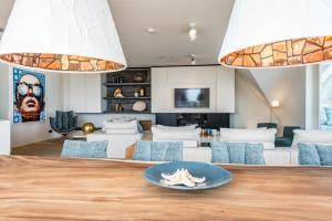Een zitgedeelte bij Super Luxe C-View appartement op Duin aan Strand