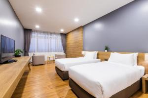 A bed or beds in a room at Icon Park Hotel, Chiang Mai