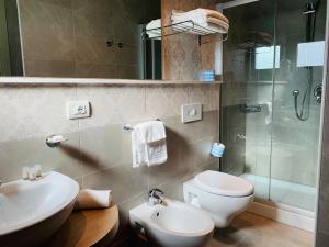 Ein Badezimmer in der Unterkunft Hotel Liane