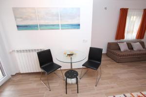 A seating area at Apartments Cocaletto
