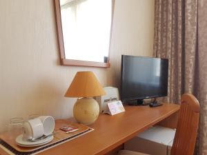 Телевизор и/или развлекательный центр в Август Отель