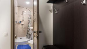 A bathroom at FreeDom People Apartments Korolev