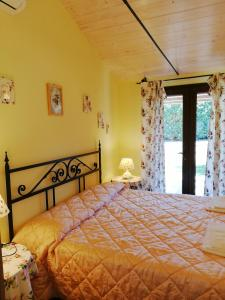 A bed or beds in a room at Agriturismo il Laghetto