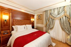 Ein Bett oder Betten in einem Zimmer der Unterkunft Swiss Diamond Hotel & Spa