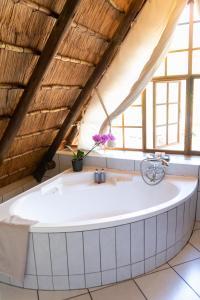 A bathroom at Blyde River Canyon Lodge