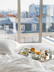 Breakfast options available to guests at Maison Albar Hotels Le Pont-Neuf