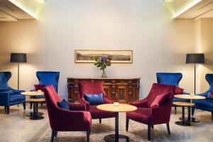 Ein Sitzbereich in der Unterkunft Sorell Hotel Krone