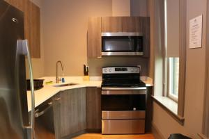 A kitchen or kitchenette at A Stylish Stay w/ a Queen Bed, Heated Floors.. #1