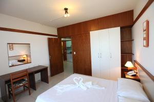 A bed or beds in a room at Hotel Enseada Itapema