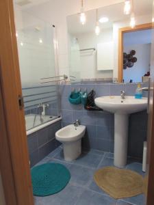 A bathroom at Apartamento La Figuereta, Isla Cristina