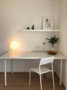 Küche/Küchenzeile in der Unterkunft Modernes, sonniges Zimmer mit eigenem Bad