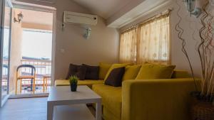 A seating area at Di Angolo Apartments