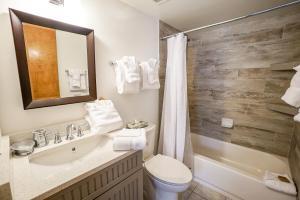 A bathroom at Sundowner II 223
