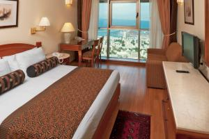 A bed or beds in a room at Crowne Plaza Haifa