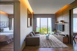 A seating area at Pan Pacific Serviced Suites Beach Road (SG Clean, Staycation Approved)