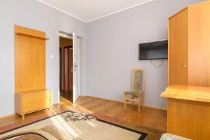 Telewizja i/lub zestaw kina domowego w obiekcie Apartamenty Zielony przy MTP