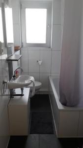 Ein Badezimmer in der Unterkunft GZ Hostel Bornheim