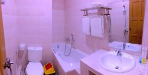 A bathroom at Inle Star Hotel
