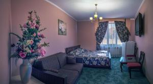 A bed or beds in a room at Gornoye Nastroeniye