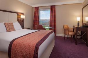 A bed or beds in a room at Telford Hotel & Golf Resort - QHotels