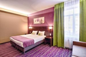 Кровать или кровати в номере Вояж Отель