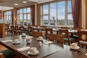 A restaurant or other place to eat at Telford Hotel & Golf Resort - QHotels