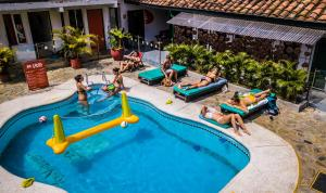 Vista de la piscina de Viajero Hostel Cali & Salsa School o alrededores
