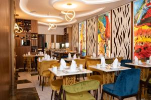 A restaurant or other place to eat at Be Poet Baixa Hotel