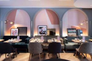 A restaurant or other place to eat at Hotel Flanelles Paris