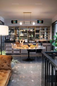 The lounge or bar area at Hotel Flanelles Paris