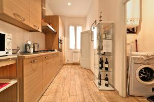 A kitchen or kitchenette at Wine Apartments Florence Colorino
