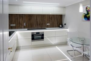 A kitchen or kitchenette at Hollies Hotel