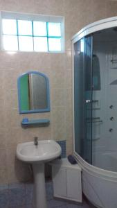 A bathroom at Yucca Guest House