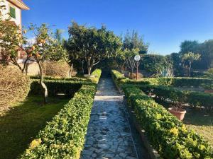 A garden outside B&B Annetta