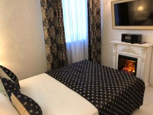 A bed or beds in a room at GOOD POINT Boutique Hotel