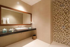 A bathroom at Adi Dharma Cottages