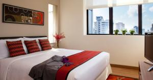 A bed or beds in a room at 8 on Claymore Serviced Residences - By Royal Plaza on Scotts (SG Clean)