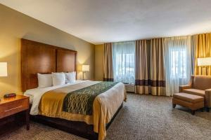 A bed or beds in a room at Comfort Inn Tucson
