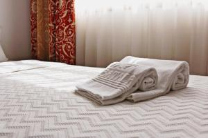 A bed or beds in a room at Hotel Residencial Batalha