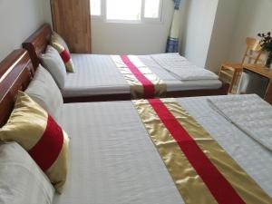 A bed or beds in a room at Hoang Kim Hotel