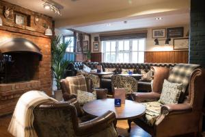The lounge or bar area at Innkeeper's Lodge Aylesbury - South , Weston Turville