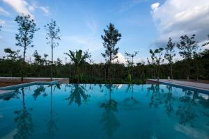 The swimming pool at or near Eka Resort